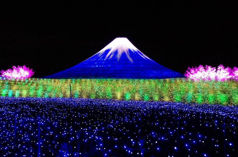 Il Giappone d'inverno tra neve, feste e colori di luci