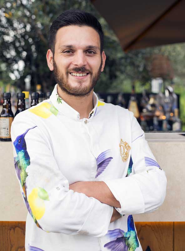 Riccardo Martellucci barman QVINTO Roma Photo by Miro Caruso