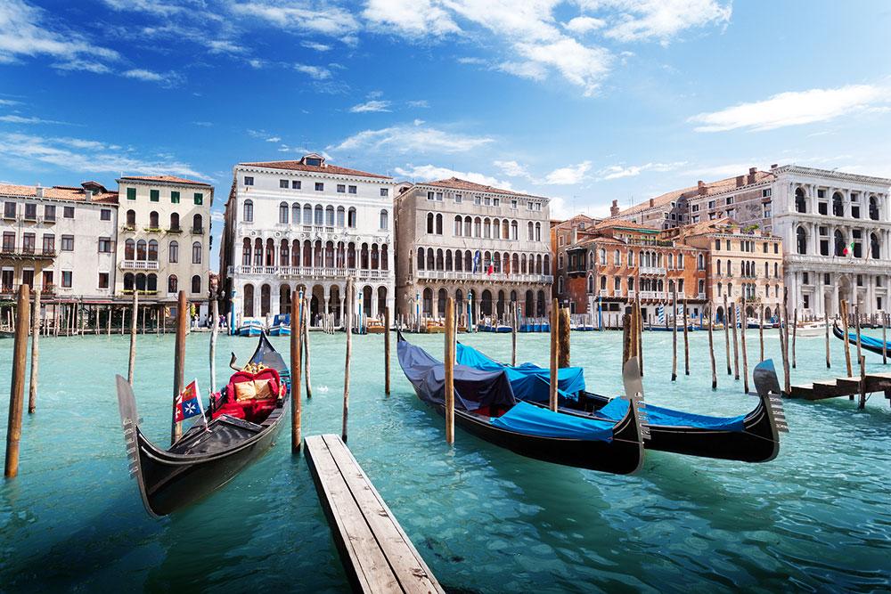 WEBbigstock-gondolas-in-Venice-Italy-36361369