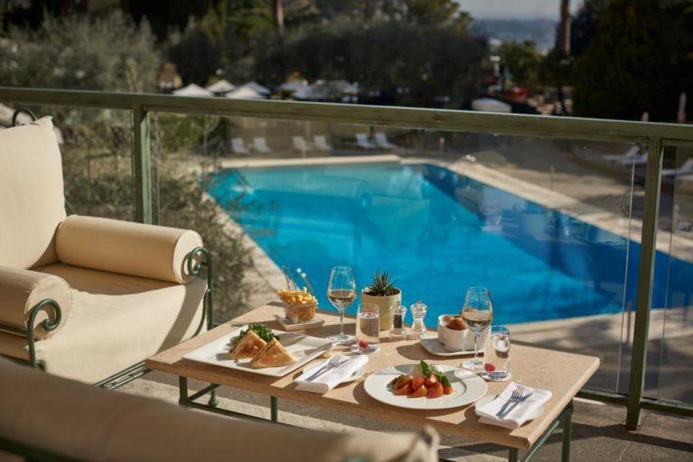 Il Rome Cavalieri, A Waldorf Astoria Resort ha aperto il suo parco e le sue piscine, dando il benvenuto alla bella stagione