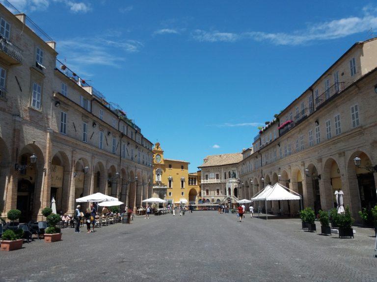 Fermo e Porto San Giorgio tra natura, arte ed enogastronomia