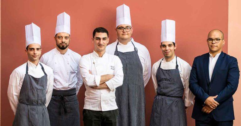 Lo chef Rigels Tepshi cucina a Villa Terzaghi