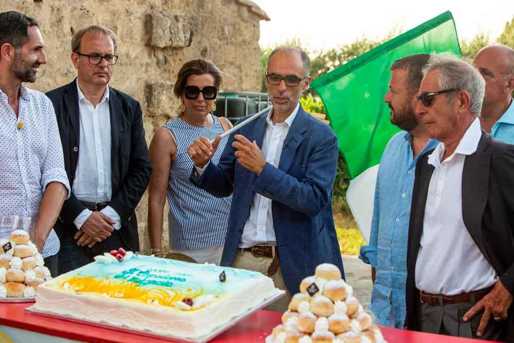 I-festeggiamenti-con-la-torta-di-Ciro-Poppella